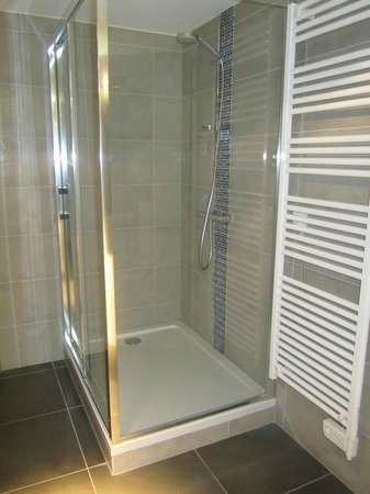Le 32 : Shower