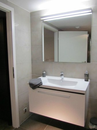 Le 32 : Bathroom with underfloor heating