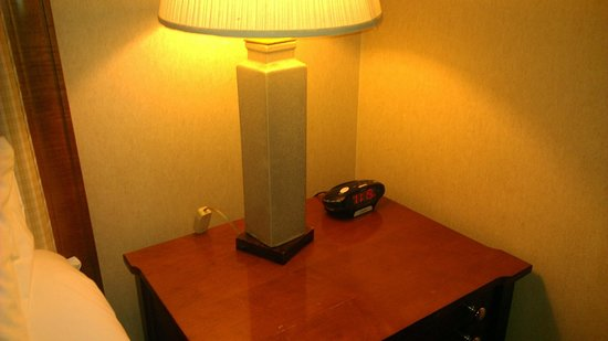 JW Marriott Las Vegas Resort & Spa : Lamp switches on electric cords hiding behind furniture