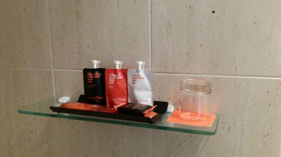 Room Mate Vega : Al menos los productos del baño eran buenos para la piel