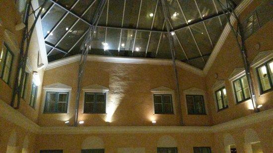 MJ's Hotel: Vacker inbyggt innergård