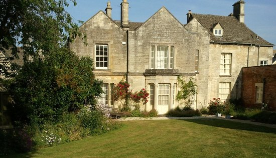 The Close - Bed & Breakfast : Garden in Early Summer