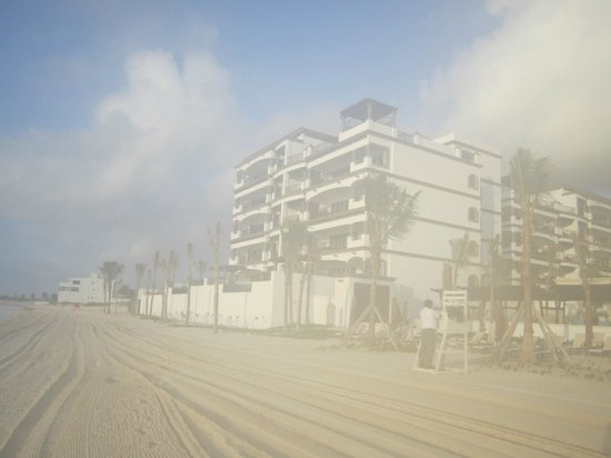 Grand Residences Riviera Cancun : View of beachfront villas