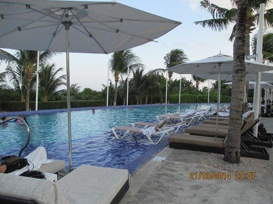 Moon Palace Golf & Spa Resort: Quieter pool