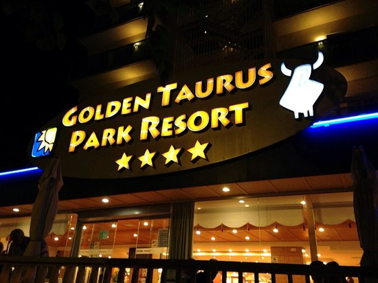 Golden Taurus Park Resort: Side enter acne to the hotel