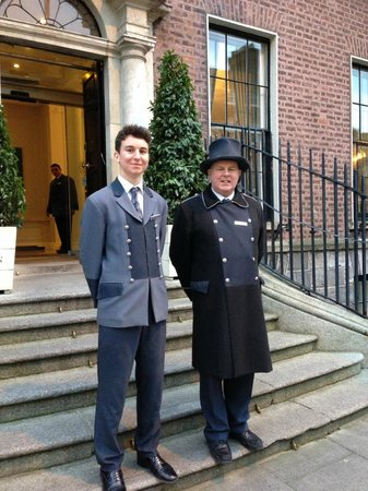 The Merrion Hotel: Friendly staff greet you at the door!