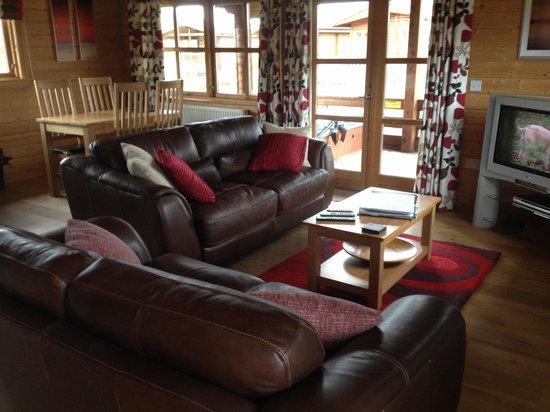 Dacre Lakeside Park: Living room in lodge 4