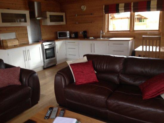 Dacre Lakeside Park: Kitchen in lodge 4