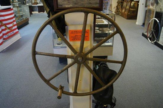 St. Marys Submarine Museum: wheel