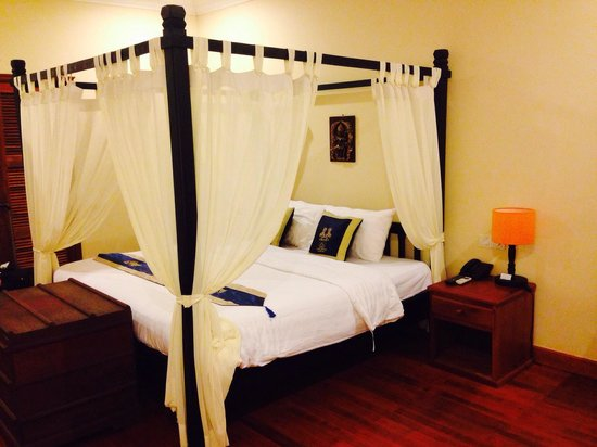 Angkor Heritage Boutique Hotel: Huge and comfortable bed from our room, nice touch of drapes too. Sleep quality is 10/10