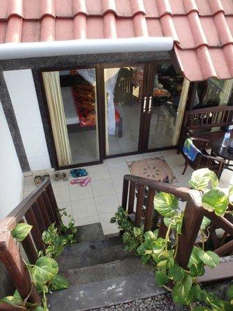 Bukit Indah Home Stay: Лестница со смотровой площадки