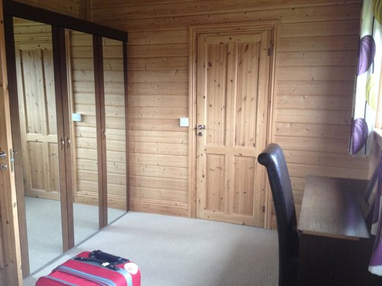Dacre Lakeside Park: Double bedroom in lodge 4