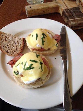 The Canonbury Bar & Restaurant: Fantastic Eggs Benidict