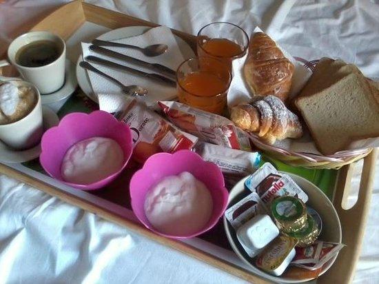 MF Hotel : Breakfast