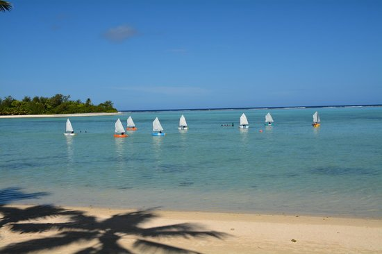 Muri Beachcomber: Sail boats in the Lagoon