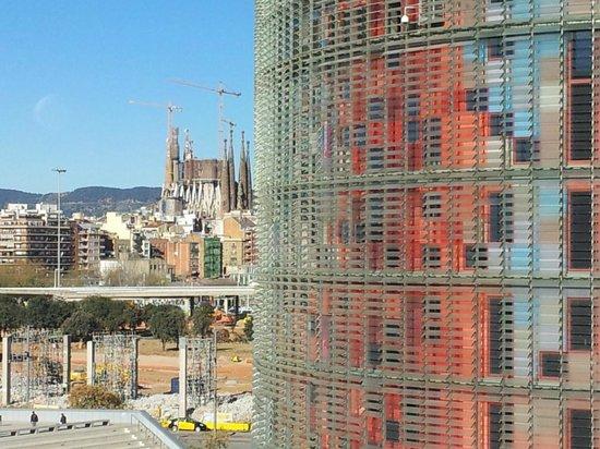 The Gates Diagonal Barcelona: Torre Agbar y Sagrada Familia desde la habitación