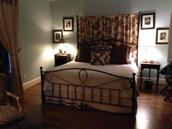 Bailey's Uptown Inn : Chocolate Room
