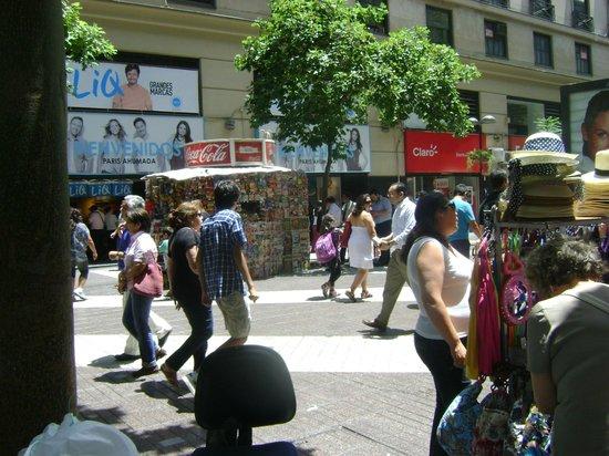 Paseo Huerfanos : Movimiento comercial