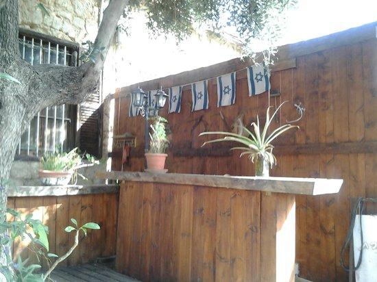 Hotel Lemazkeret: Servizio bar in giardino