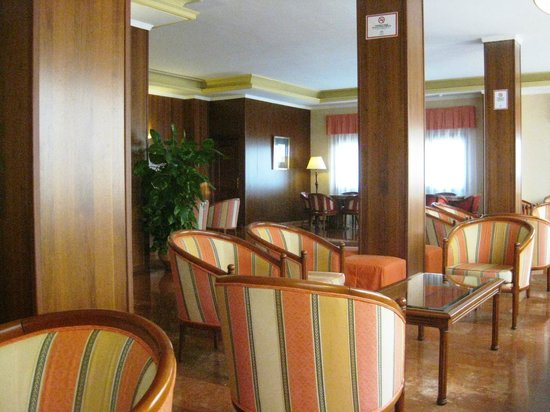 Las Rampas: Large reception area - plenty of seats and wifi