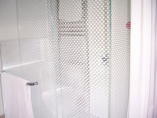 YOTEL New York at Times Square West: Shower/wc