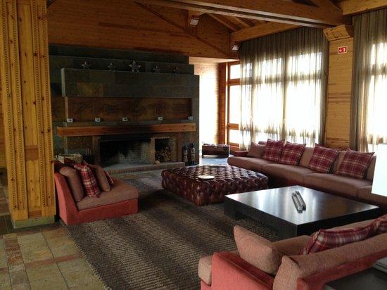 Sport Hotel Hermitage & Spa: Salón con Chimenea