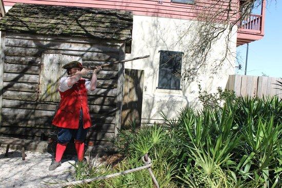 Colonial Quarter: Cool gun display