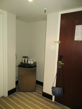 Radisson Admiral Toronto Harbourfront: mini fridge