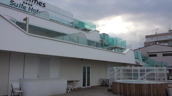 Trampolines Suite Hotel : la vasca idromassaggio
