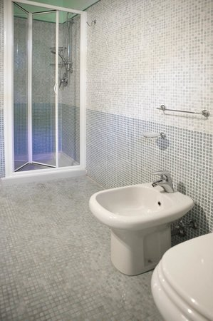 Residence Gardazzurro : Bathroom