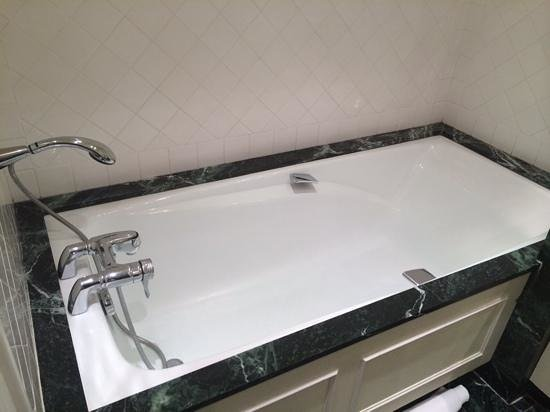 Auberge des Templiers: Grande baignoire !