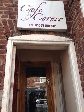 Cafe on the corner: The entrance