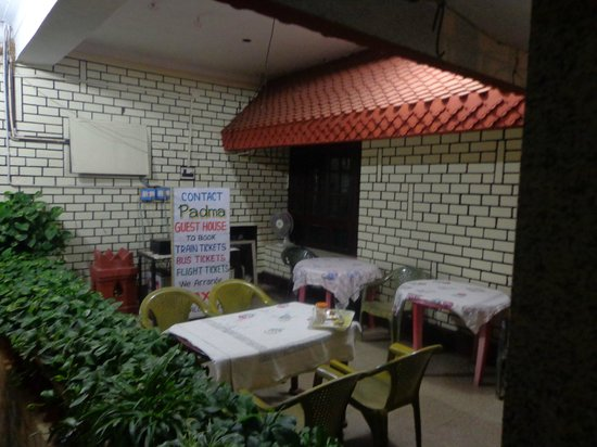 Padma Guest House : the patio
