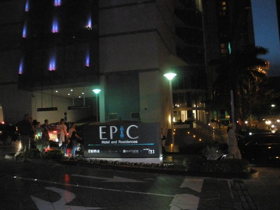 Kimpton EPIC Hotel: Vibrant nightlife