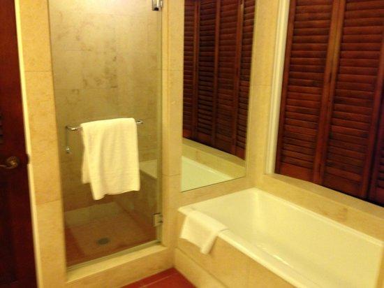 Bacara Resort & Spa: bathroom