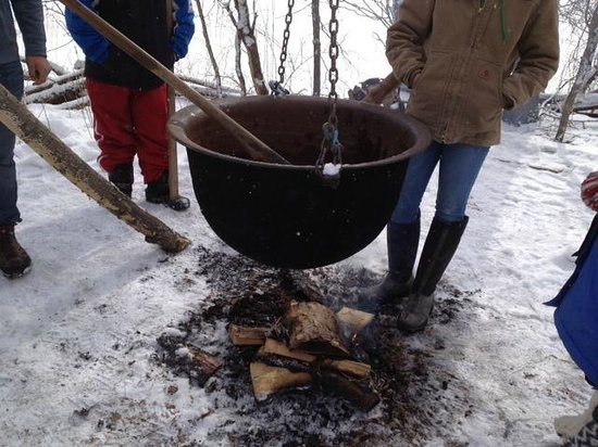 Cumming Nature Center: Boiling down maple sap into syrup