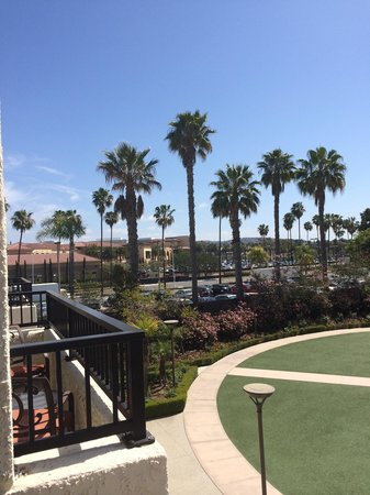 Newport Beach Marriott Hotel & Spa: View of fashion Island across the way