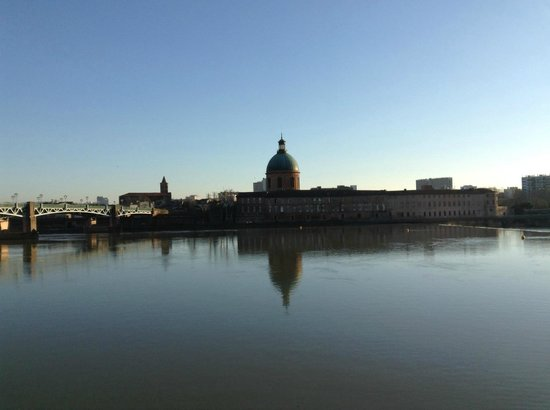 Toulouse Guided Walks: Along the river