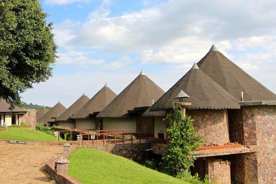 Ngorongoro Sopa Lodge: Looking down the row of rooms