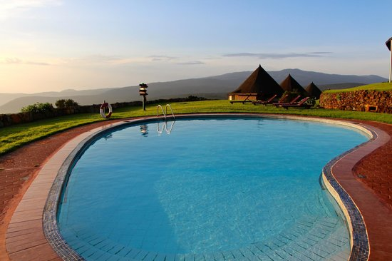Ngorongoro Sopa Lodge: Pool area and the roofs of some of rooms