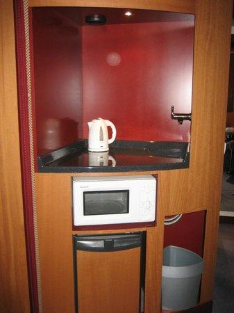 Novotel Suites Berlin City Potsdamer Platz: Wasserkocher, Mikrowelle