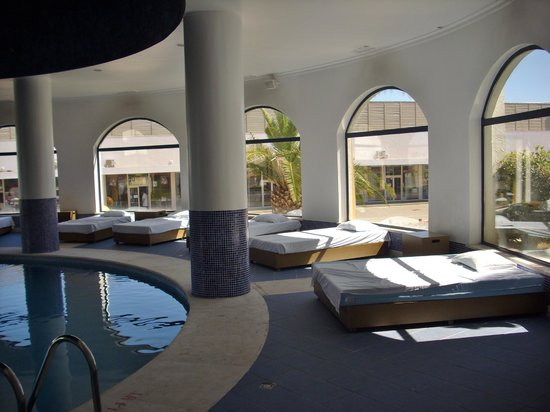 Vila Gale Tavira: piscina climatizada