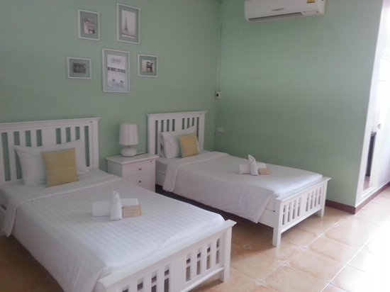 Feung Nakorn Balcony Rooms & Cafe: Room 202