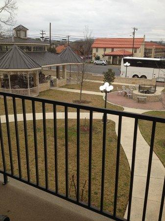 Hampton Inn & Suites Fredericksburg: Outdoor Firepit
