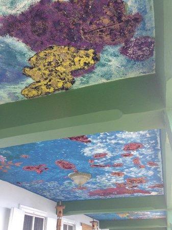 Clay Villa Plantation House & Gardens: Porch ceiling at Clay Villa