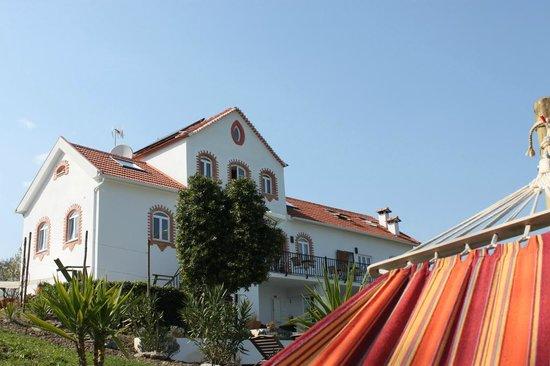 Casa nas Serras: Hammocks in the garden, what a beautiful view!