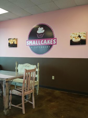 Smallcakes: Interior