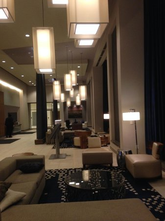 DoubleTree by Hilton Hotel Cedar Rapids Convention Complex : Lobby