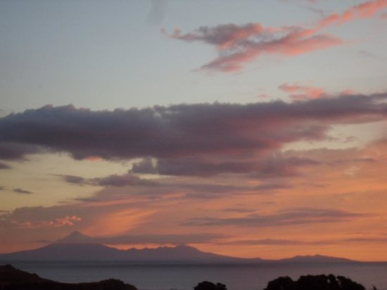 Mokau Motels: The sunset view from our room