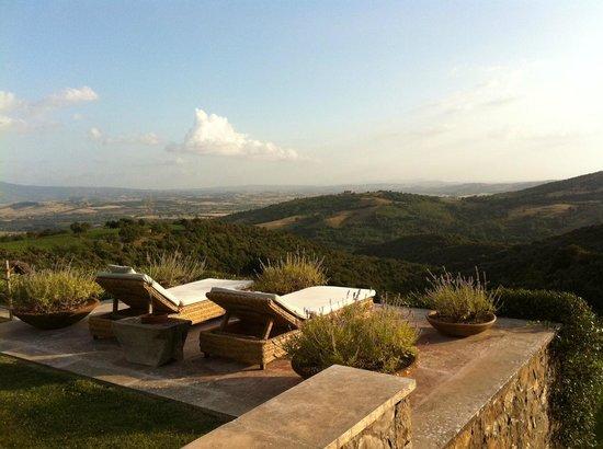 Castello di Vicarello : View